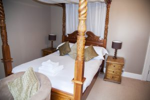 Four poster bed in Oke Tor